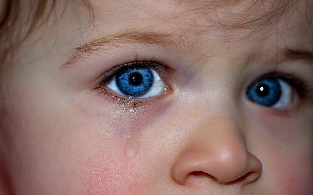 תינוק עצוב